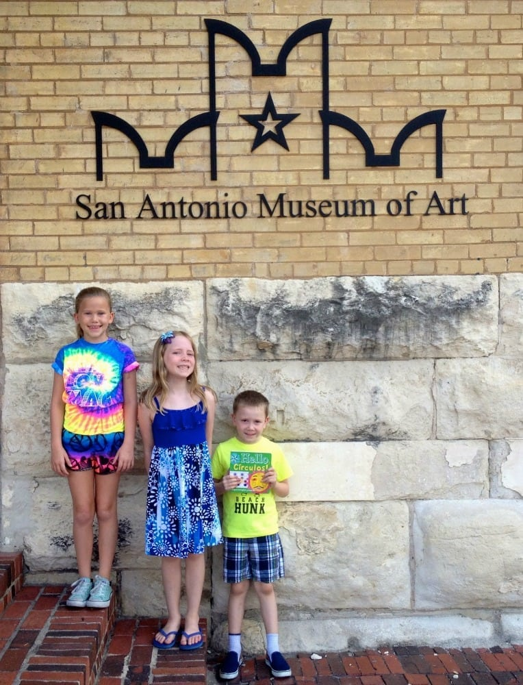 A visit to the San Antonio Museum of Art with Arte Kids books featuring pieces of art from the SAMA collection